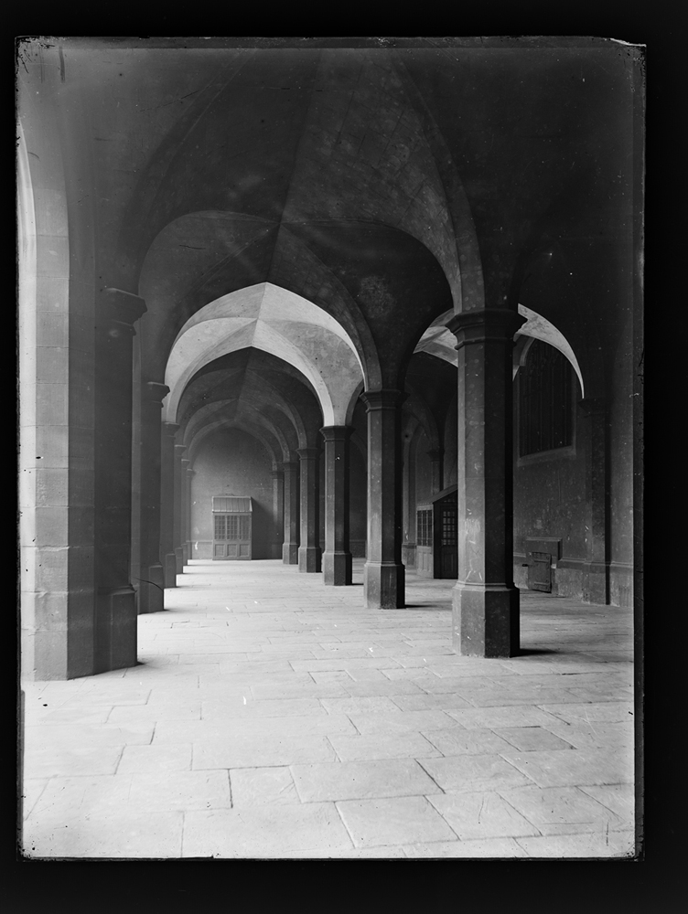 http://www.davidrowan.org/files/gimgs/54_ke-archive-extra-large-glass-plate-negatives----big-school-top-of-boys-staircase-cloisters-2.jpg